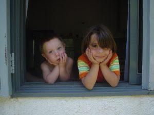 kids-in-window-1439638